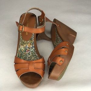MADDEN GIRL CINDIEE size 8 1/2 BROWN SANDAL